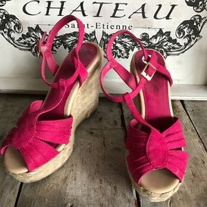 American Eagle wedge sandals in pink.